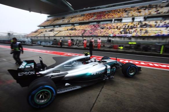 Bottas China FP1 - Pirelli