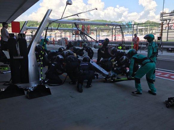 Hamilton Russian GP pit stop - Mercedes
