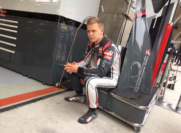 Magnussen waiting for red flag to end FP1 ChinGP - Haas