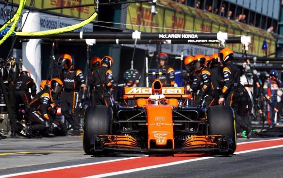 Vandoorne pit stop - AusGP 2017 - McLaren