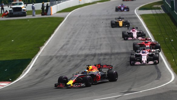Ricciardo leads Force India - Red Bull