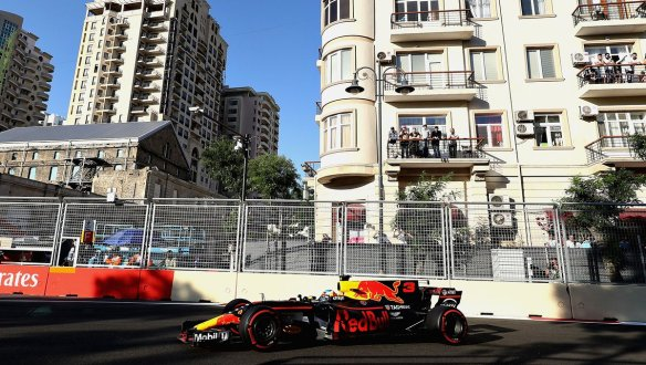 Ricciardo takes lead - Red Bull https-::twitter.com:redbullracing:status:878985302949453825