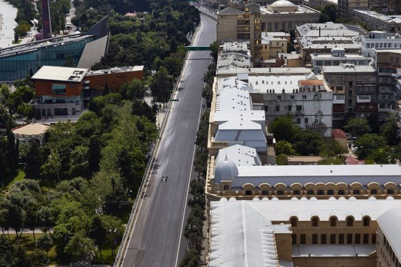 The long main straight - Baku - Mercedes https-::twitter.com:MercedesAMGF1:status:878193615133999104