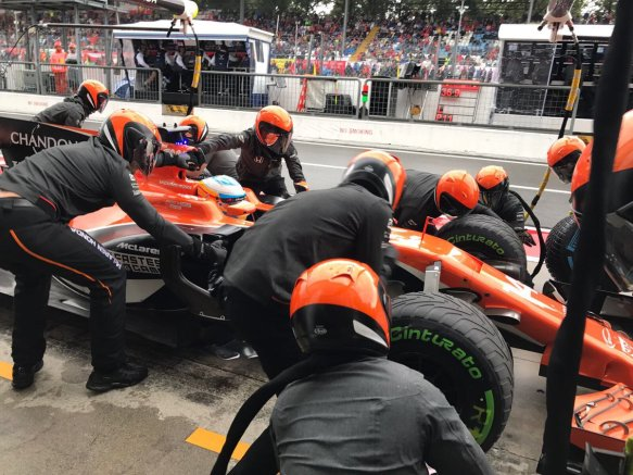 Alonso quali pit stop - https-::twitter.com:McLarenF1:status:903992996827451397
