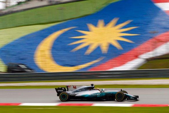 Hamilton pole Malaysia 2017 - https-::twitter.com:MercedesAMGF1:status:914068829055197184