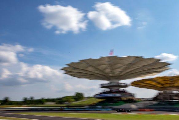 Sepang final corner - https-::twitter.com:McLarenF1:status:912291550687875072