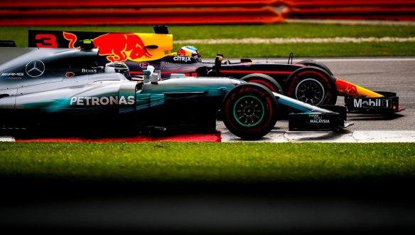 Ricciardo bottas - https-::twitter.com:redbullracing:status:914872085473832960