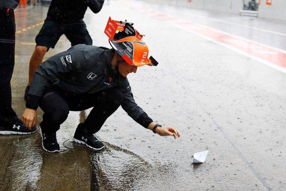https://twitter.com/McLarenF1/status/916167261248831489